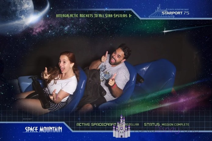Carlos e Nath na Space Mountain