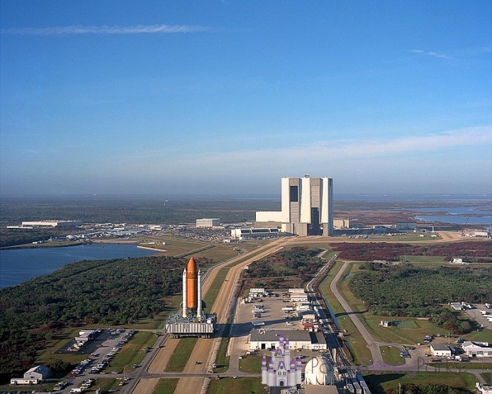 Preparação para o lançamento de um ônibus espacial no Kennedy Space Center