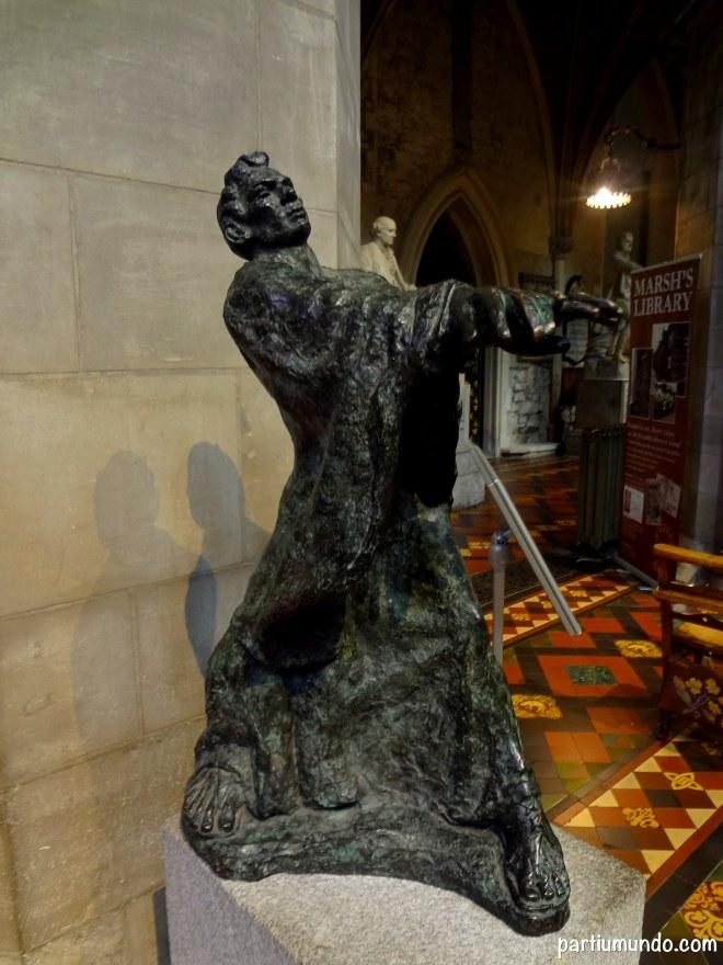 Estátua de São Patrício por Melanie Le Brocquy.