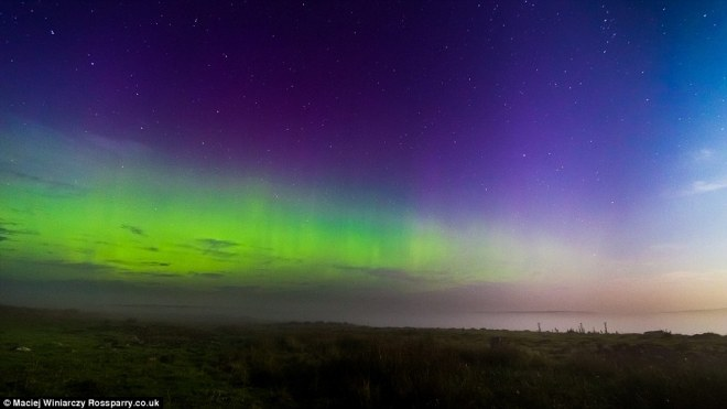Via: http://www.dailymail.co.uk/news/article-2754613/Incredible-pictures-capture-Northern-Lights-coast-Scotland.html
