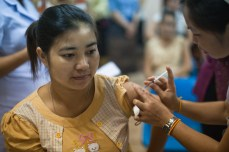 4.23 - Vientiane - MCH - UPS - woman being vaccinated (yellow shirt)