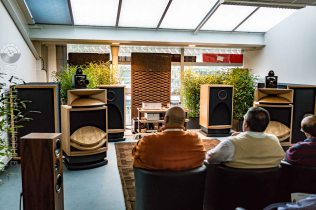 High-End-Living-Voice-01838