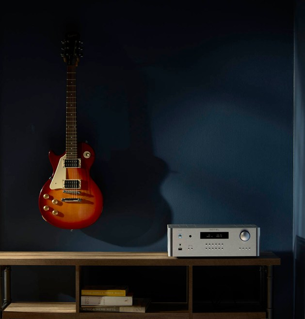 Rotel_Guitar_RA1572_silver