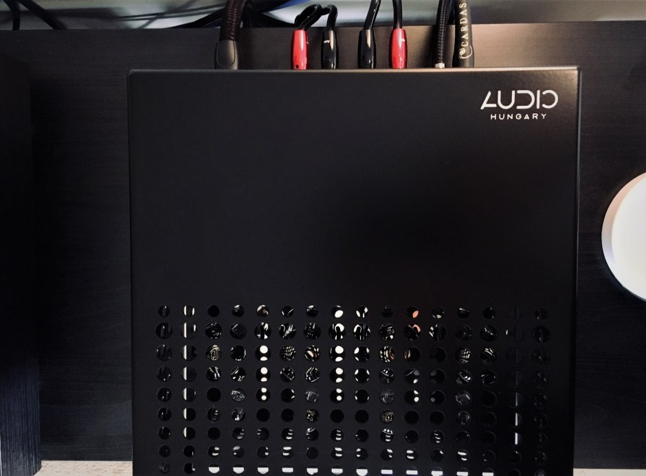 top plate of audio hungary integrated amplifier