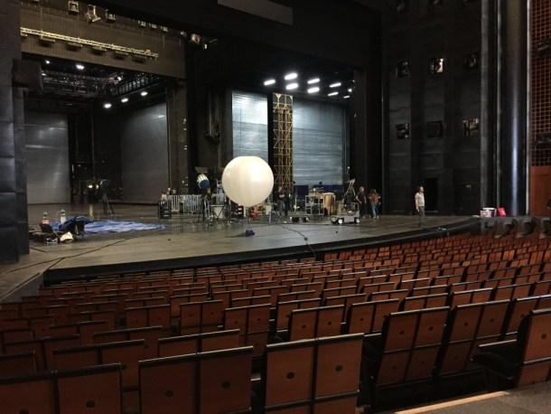 The main stage of Opera Bastille from the audience, with a helium-filled lighting balloon in the center