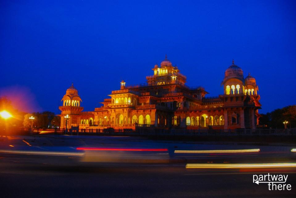 Night traffic around the city hall in Jaipur