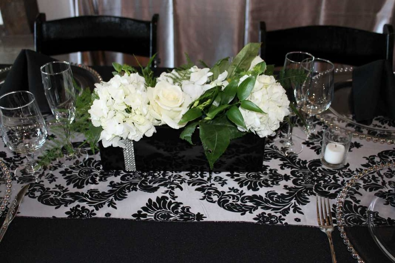 Table flowers white