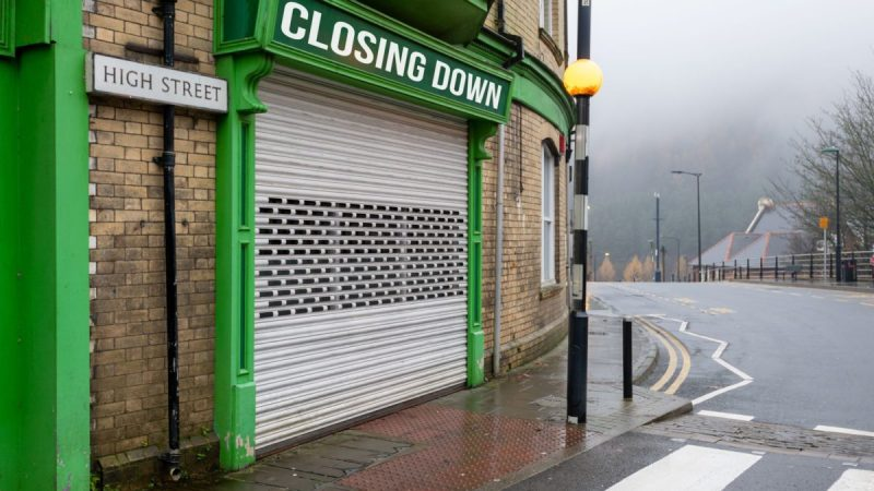 An image of a chuttered shop that says closing down