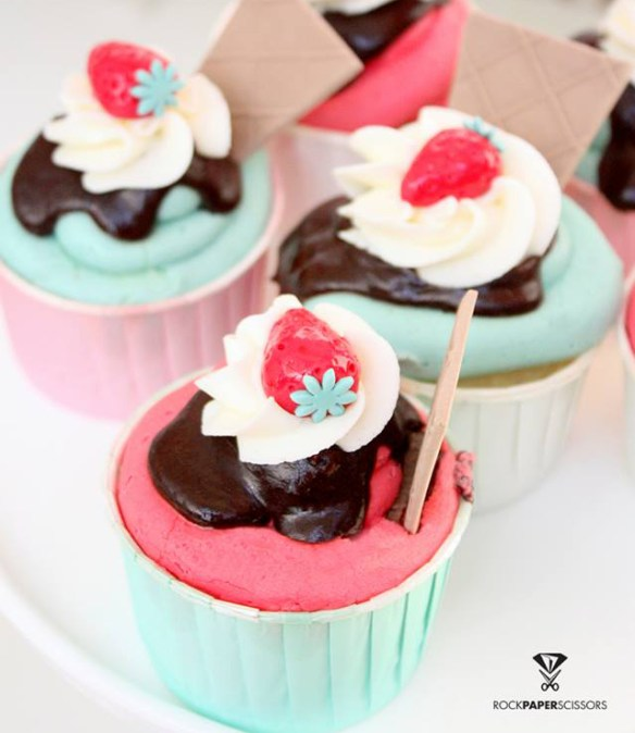 ice cream cupcakes ζαχαρόπαστα φραουλες παγωτο Sandra's Cookies Cakes Σάντρα