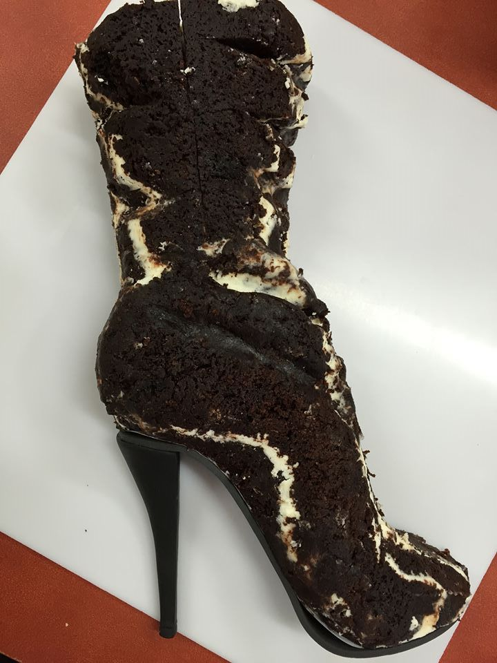 Μεγάλο μαύρο πουλί τούρτα