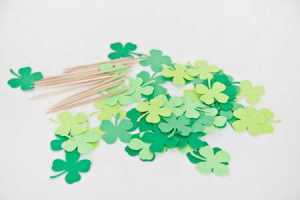 DIY-Four-Leaf-Clover-Cake-Toppers