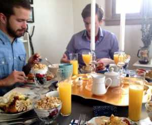 brunch-with-friends-600x495
