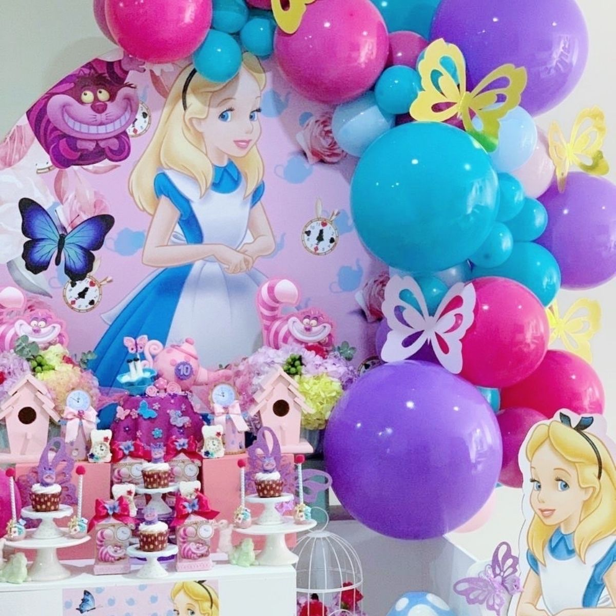 Adorable Alice in the Wonderland Birthday Party Ideas