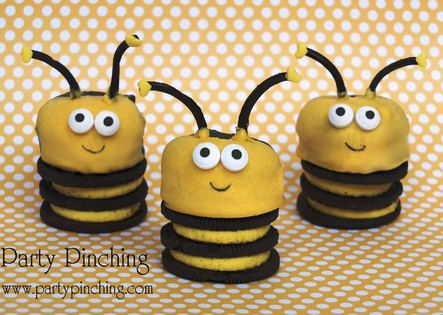 Cute Oreo Bee Cookies using Spring Oreos so fun and easy