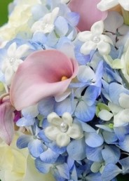 soft-and-feminine-bouquet-in-white-ivory-light-blue-mauve-pink-and-lavender