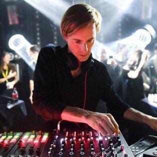 Hawtin spielt Ambient Set für Calvin Klein Designer Raf Simons