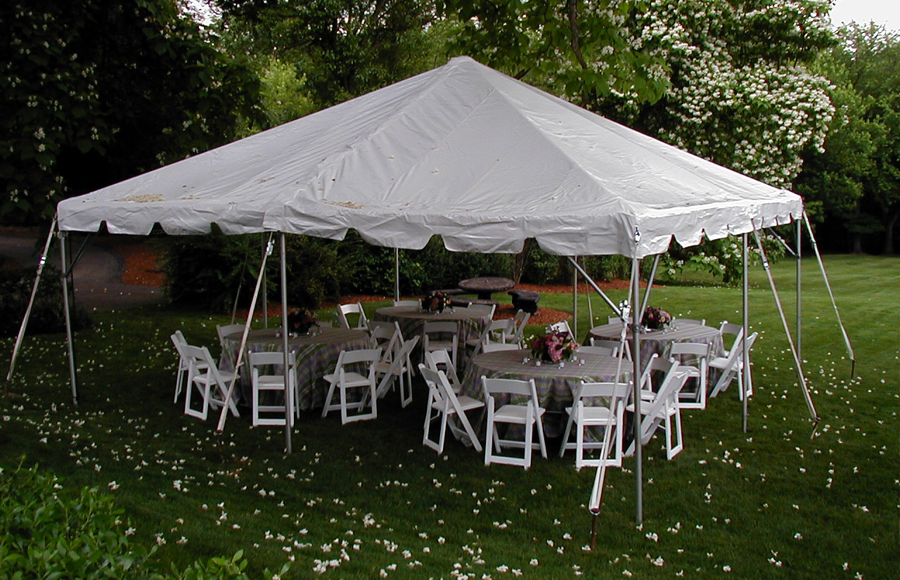 hight resolution of frame tent with round tables