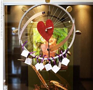 bike wheel wedding place cards idea