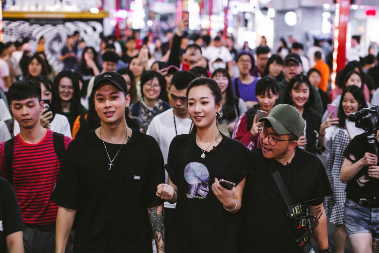 吳卓源現身西門町幫高中生拉贊助 與學生街頭尬舞