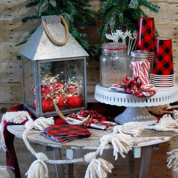 Simple & Rustic Hot Cocoa Table