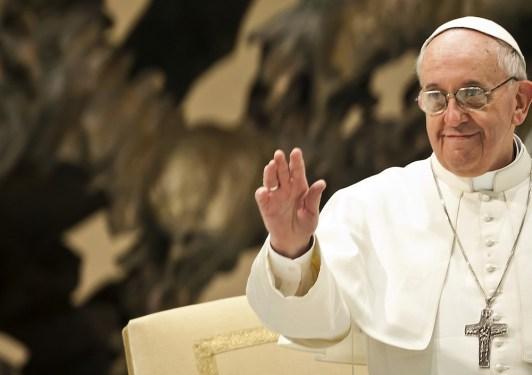 pontifex-salut-salle-paulvi