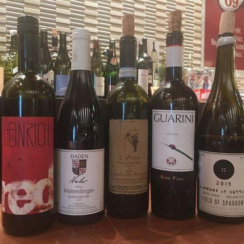 パセミヤ本日もそろそろ営業です。今日の赤のグラスワインはこんな感じです。ラルコ、アルド・ヴィオラ、コミューン・オブ・ボタンは是非!皆さまからのお問い合わせお待ちしております! - from Instagram