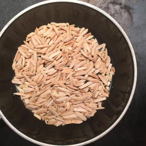 アーモンドも鉄板の上にフライパン置いて煎ること出来ますな。香りがいいので提供直前にしても良いかも。#almonds #panfried #plancha - from Instagram