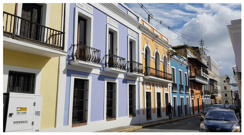 hermosas casas de colores por las calles