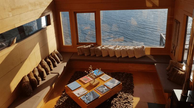 """La sala de estar de """"Palafito del Mar"""" sumamente acogedora"""