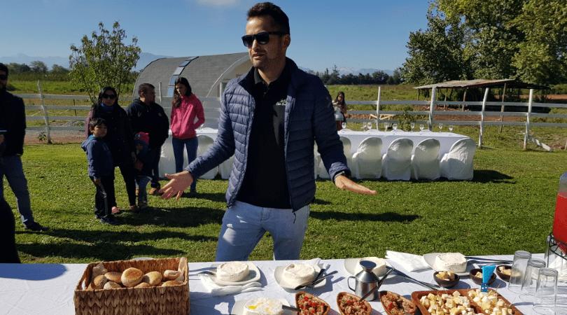 Reinaldo Cubillos nos recibe con sus mejores productos en Casa Rural Curicó