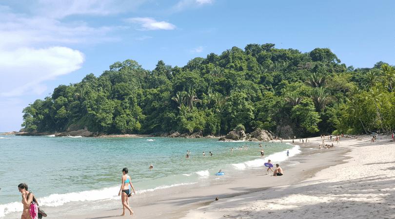 La playa de Manuel Antonio ¿les parece Pacífico?