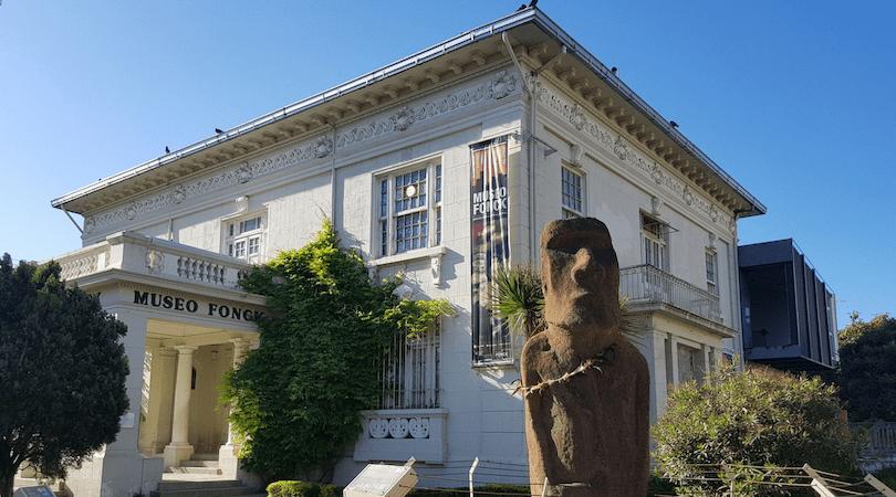 Museo Fonck y el emblemático moai