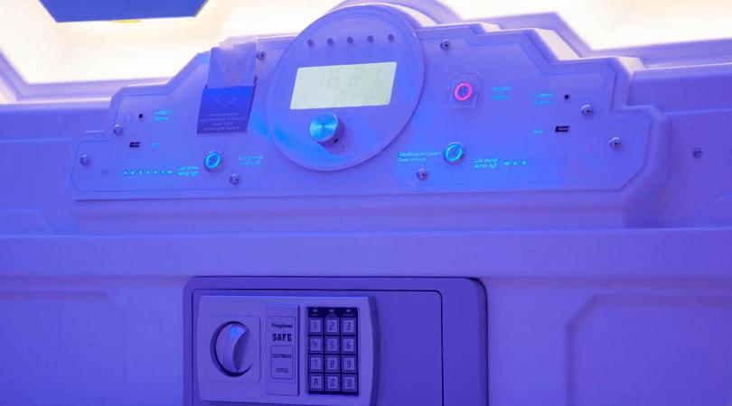 El panel de control en las cápsulas de Izzzleep
