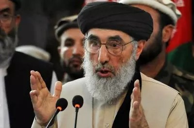 Hekmatyar: The Afghan government is trying to form militia groups