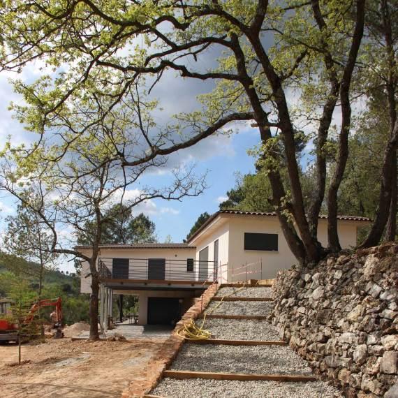 villa rougiers escaliers pierres