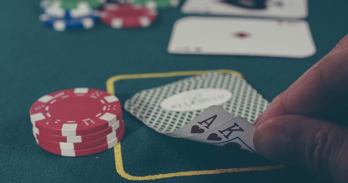Photo by Michał Parzuchowski on UnsplashTexas hold'em AI cartes poker