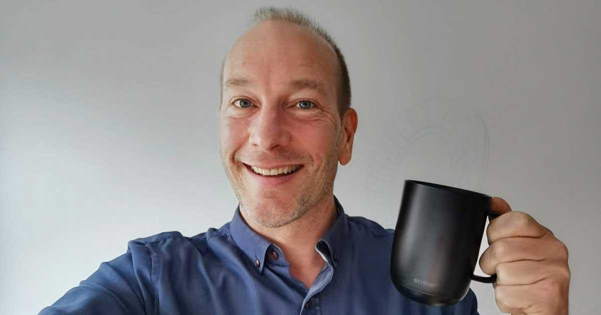Pascal Forget journaliste techno tasse café