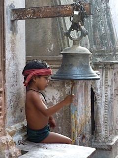 Enfant à la cloche, india