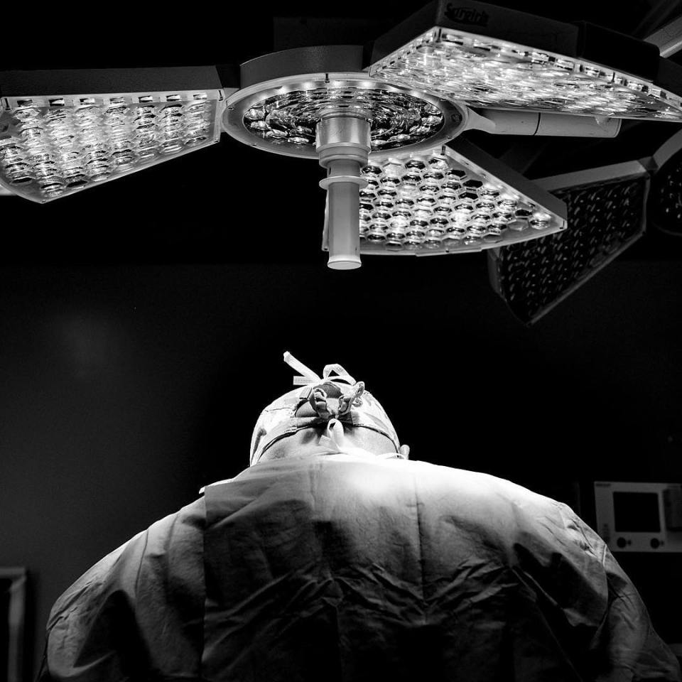 #medecine #doctor #surgeon #surgery #lights #bnw #surgical #accurate #precision #medical #neurosugical #instadaily #picoftheday #hospital