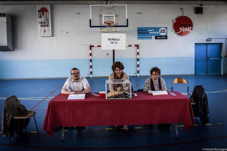 Bureau de vote #election #election2017 #vote #france #macron #premiertour #citoyen #pollingstation #1ertour #picoftheday #instagood #instadaily #dailypic