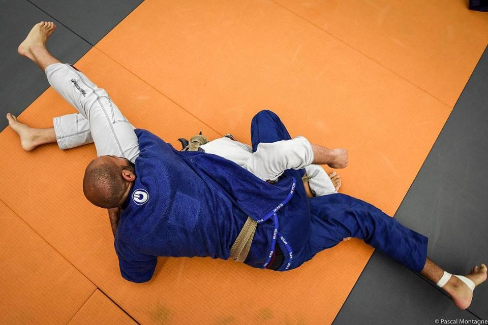 Jujitsu fight in Paris, before the world championship #jujitsu #bjj #fight #jujitsuka #bjjlife #sport #instadaily #picoftheday #orange #kimono #training #instalike #instagood