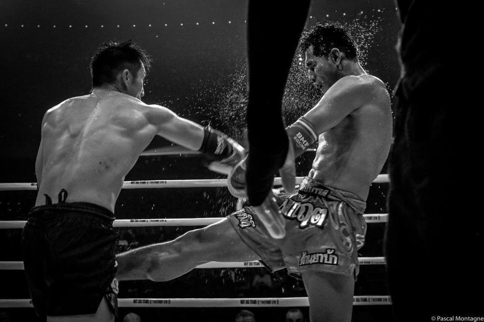 Boxing fight with lot of sweat #sweat #splash #boxing #fight #sport #sports #boxer #punch #fist #picoftheday #pictureoftheday #instagood #dailypic #instalike #arms #muscle #blackandwhite #blackandwhitephotography