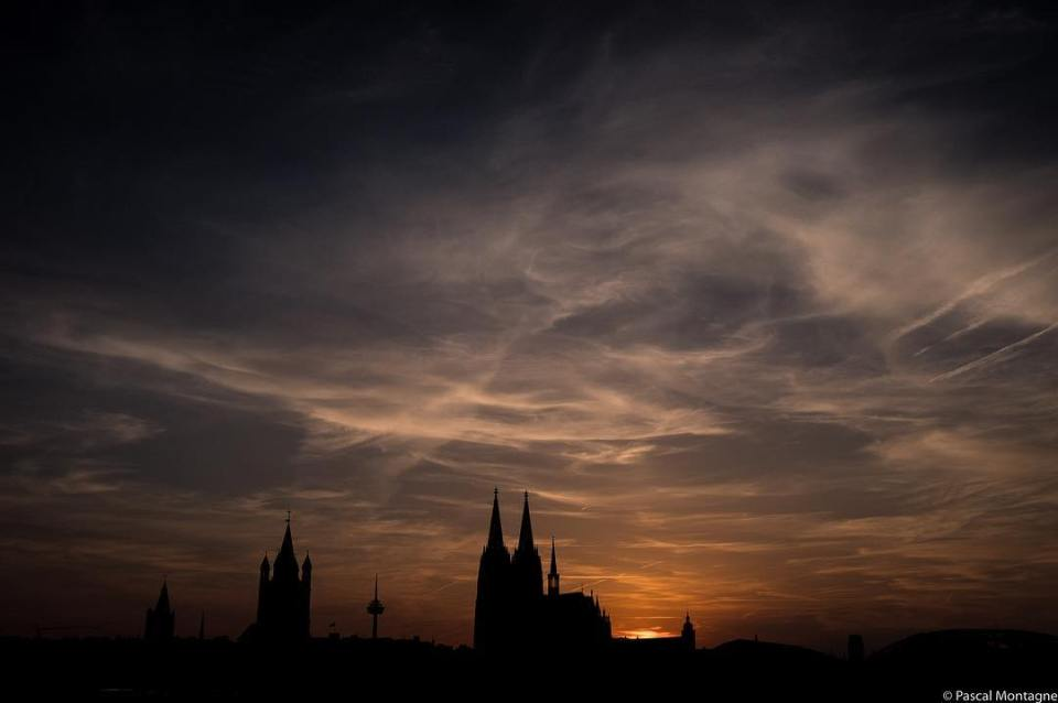 Hot Cologne evening, near the Rhine #travel #cologne #köln #germany #germans #rhine #river #cathedral #sunset #shadows #outline #sky #colorful #clouds #pictureoftheday #picoftheday #dailypic #instagood #instalike #instadaily