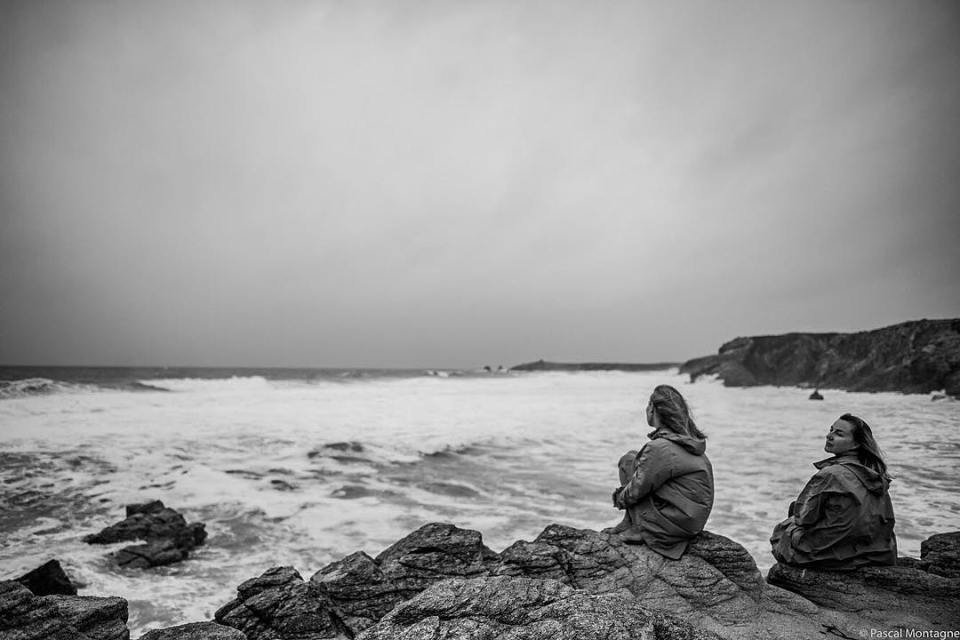 Mother and daughter watch waves. Brittany, France. #france #brittany #bretagne #bretagnetourisme #igersbretagne #mother #daughter #sea #seashore #waves #instalike #instagood #dailypic #instadaily #water #rocks @bretagnetourisme @beautifulbretagne @quiberon_kiberen @igersbretagne
