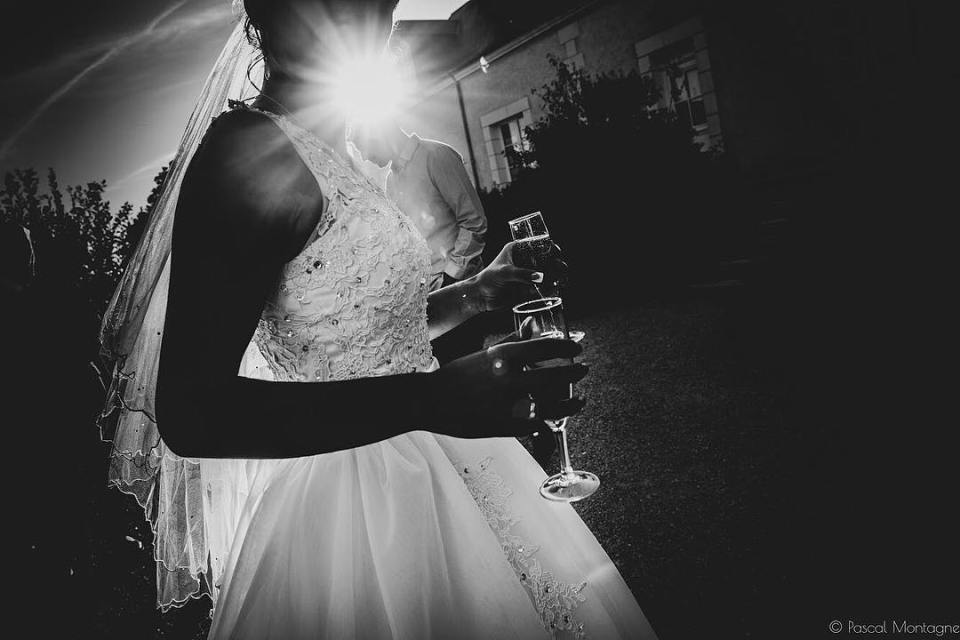 Bride backlight #weddingdress #wedding #weddingday #backlight #shadow #dress #veil #weddingveils #glass #champagne #sun #bnw #bnwphotography #blackandwhite #blackandwhitephotography #instagood #instalike @weddingphotographersociety @weddingphotoinspiration @angeliquebarrault