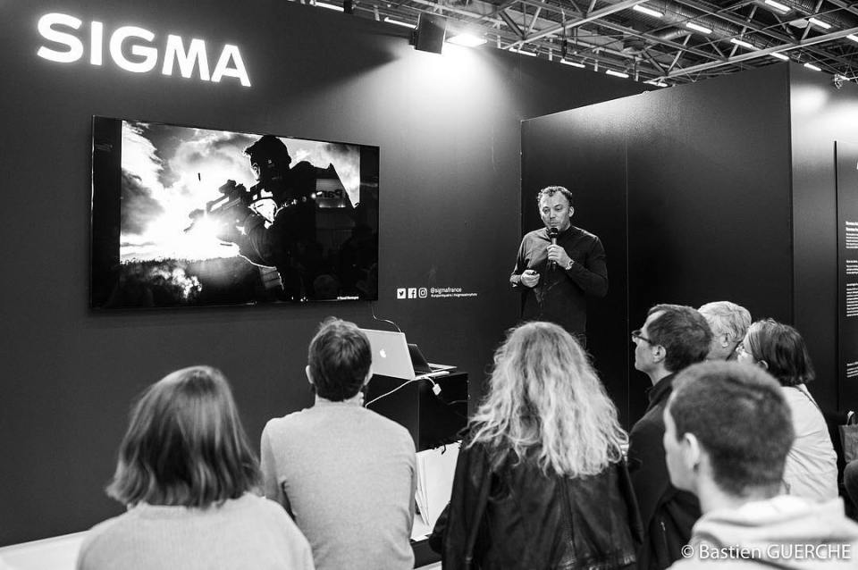 Introduction about my GIGN report on @sigmafrance stand, in @salonphotoparis Thanks to listeners. Photo by @bastien_guerche (thank you!) #report #exhibition #conference #sigma #2435mmf2dghsmart #stand #people #instalike #instagood #instadaily
