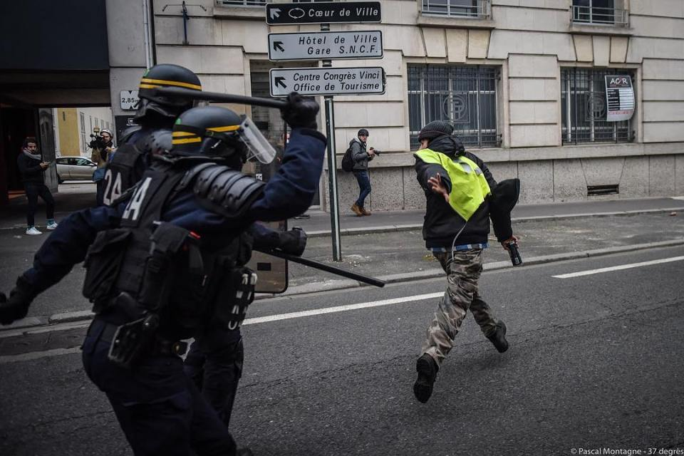 Policemen drives back a demonstrator during yellow vests riots. Pascal Montagne for @37degres #yellowvests #yellowjacket #taxes #arrested #government #riot #police #security #fight #demonstration #violence #instalike #instagood #dailypic