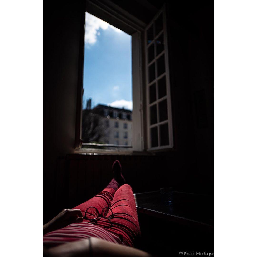 Confinement – day 3 – indoor sunbath #sun #goodweather #window #girl #love #confinement #france #covid_19 #coronavirus #wait @villedetours #clouds #sky #nap #longtime
