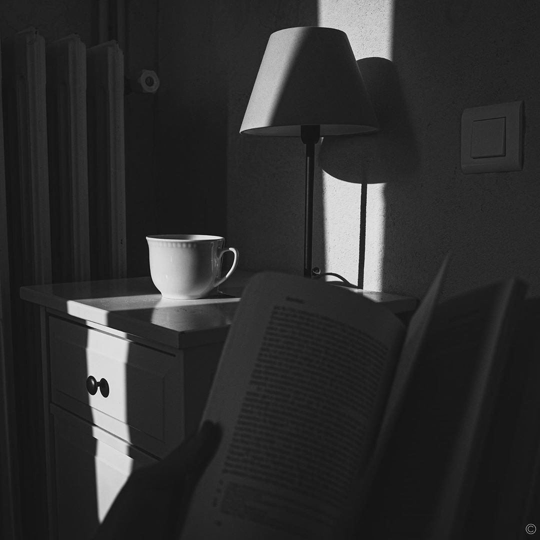 Confinement – day 22 – #confinement #covid #coronavirus #blackandwhite #blackandwhitephotography #bnw #bnwphotography #shadows #light #ray #tea #sun #book