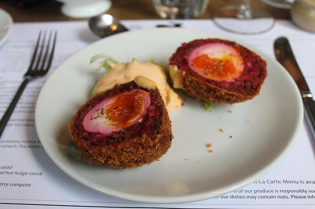 Huevos escoceses The Rabbit Hole Edimburgo
